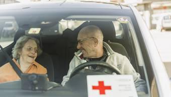 Viele Helfende beim SRK sind über 65 und konnten während der Krise nicht fahren. Dafür haben sich andere Freiwillige gemeldet.