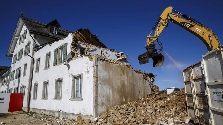 Abbrucharbeiten am Kurhaus-Ostflügel vom Weissenstein (September 2017)