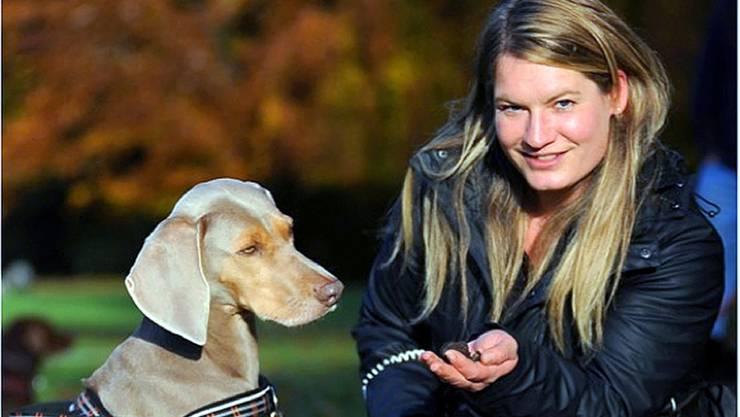 Carolina Jaroch geht mit ihrem Hund auf Trüffelsuchee. Das sei mit einem Hund schon nach wenig Training möglich.