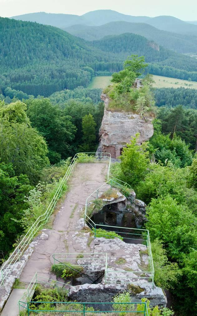 Auf der Ruine Drachenfels bei Busenberg