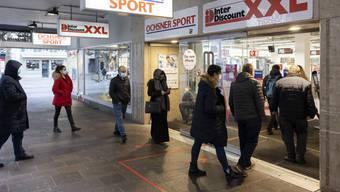 «Einer muss ja den Anfang machen», sagte ein junger Mann und betritt den Inter Discount.