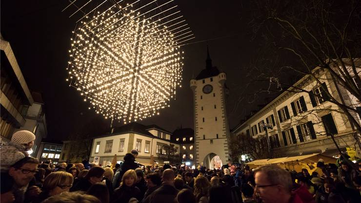Am Mittwoch fand das traditionelle «Liechterwecke» statt. Wie immer war der Andrang auf dem Schlossbergplatz gross. Alex Spichale