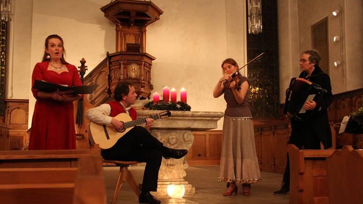 Das Duo Simili (Juliette Du Pasquier, Violine und Marc Hänsenberger, Akkordeon), musizierte gemeinsam mit Aline Du Pasquier (Sopran) und Thilo Muster (Gitarre und Orgel).