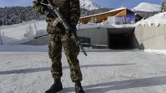 Ein WEF-Soldat in Davos im Einsatz