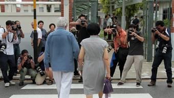 Singapurs Präsident Tony Tan und seine Frau auf dem Weg zum Wahllokal