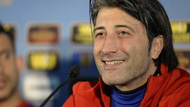 FCB-Trainer Yakin strahlt während Pressekonferenz Zuversicht aus