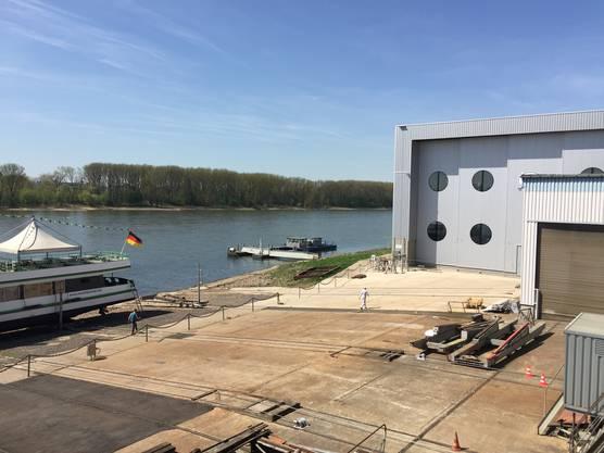 Voraussichtlich am 14. Mai wird die «MS 2018» aus der Werfthalle (rechts) gefahren und auf «Helling»-Wagen ins Wasser hinuntergelassen (wie das Schiff links).