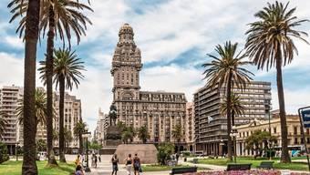 Der Palacio Salvo (Mitte) in Montevideo war einst das höchste Gebäude Südamerikas. Er stammt aus einer Zeit, als Millionen Europäer nach Uruguay auswanderten.