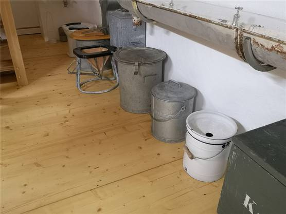 Sieben Modelle von Armee-Toiletten: In der Festung gab es zeitweise sogar das Trennsystem. Gepinkelt und gestuhlt wurde nicht in die gleiche Kiste.