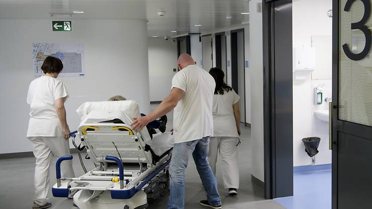 Die Kantone zahlen heute mehr als die Hälfte der Kosten einer Spitalbehandlung. Sie fürchten um ihren Einfluss, falls sie das Geld künftig den Krankenkassen abliefern müssen. (Archivbild)