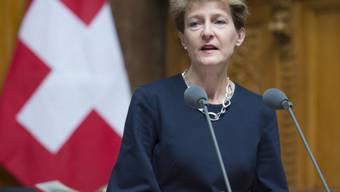 Bundesrätin Sommaruga: Überschuldung betrifft alle (Archiv)