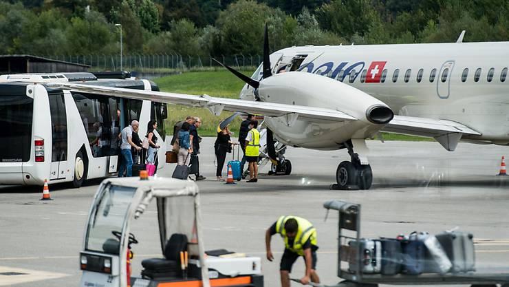 Der Flugbetrieb zwischen Zürich und Lugano ist auch für das Wochenende abgesagt. Die slowenische Fluggesellschaft Adria Airways bleibt wegen Geldmangels auch am Samstag und Sonntag am Boden. (Archiv)
