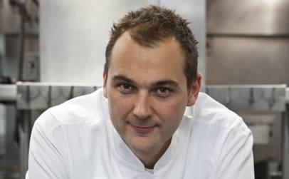 Er ist der beste Koch der Welt: Im Video zeigt der Aargauer Daniel Humm, wie er sein berühmtes gebratenes Huhn zubereitet.