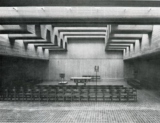So sah der Kirchenraum 1972 aus.
