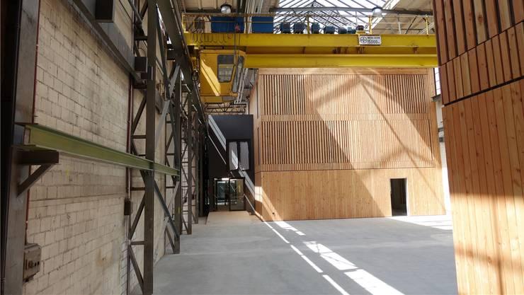 Reizvoll: Alte Installationen und neue Räumlichkeiten in der Halle 5.
