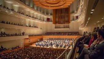 Grosser Auftritt für das Argovia Philharmonic im Konzertsaal des Kultur- und Kongresszentrums Luzern: Unter der Leitung von Chefdirigent Douglas Bostock führen die Musikerinnen und Musiker neben Franz Schuberts unvollendeter auch Ludwig van Beethovens 9. Symphonie auf.