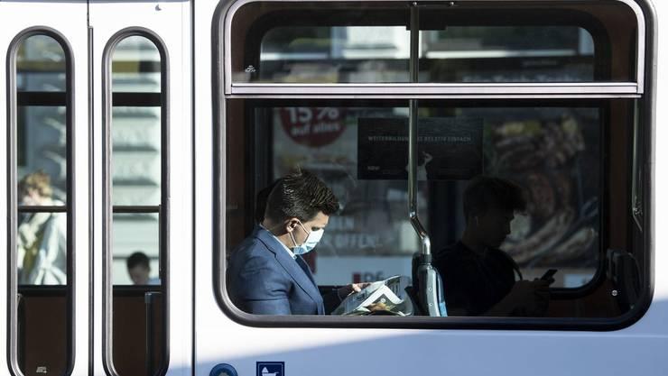 Nur ein kleiner Teil der ÖV-Passagiere trägt eine Maske.