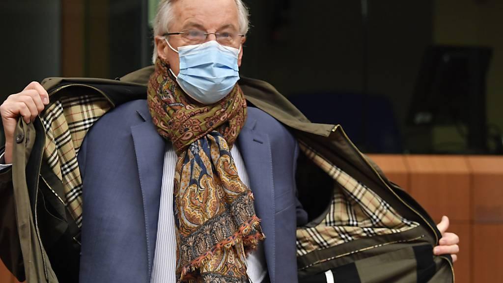 dpatopbilder - Michel Barnier, Chefunterhändler der Europäischen Union für den Brexit, trägt eine schützende Gesichtsmaske, als er im Gebäude des Europäischen Rates eintrifft, um die EU-Botschafter über die Brexit-Verhandlungen zu informieren. Foto: John Thys/AFP Pool/AP/dpa