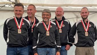 Bronzemedaille für die Aarauer 300-m-Gewehrschützen am Final der Schweizer Gruppenmeisterschaft: (von links) Jörg Fankhauser, Thomas Läuppi, Hansjörg Schmied, Erich Hunziker und Rafael Bereuter
