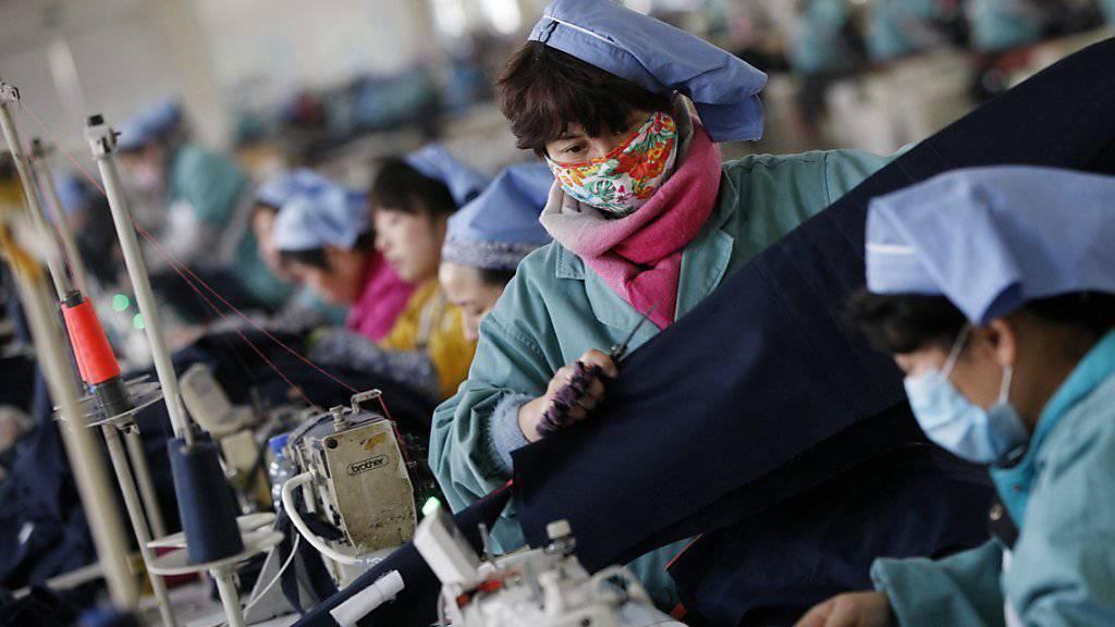Kleiderfabrik in Huaibei: Chinesische Unternehmen haben oft hohe Schulden. Dies stellt ein Risiko für die Volkswirtschaft dar, ist IWF-Vizechef Lipton überzeugt. (Symbolbild)