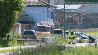 Die Einsatzkräfte konnten am Donnerstagnachmittag nur noch den Tod der verunfallten Person feststellen. lae