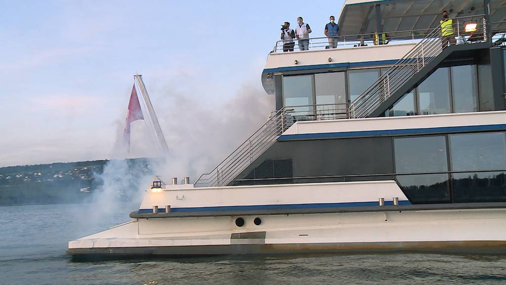 Feuer, Rauch und Personen über Bord: Blaulichtorganisationen üben Grossbrand auf der Panta Rhei