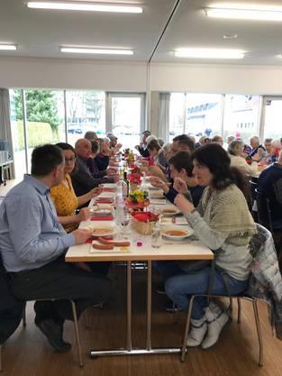 Viele Gäste trafen sich zum Geniessen der feinen Fastensuppe im Pfarreisaal Kappel  Suppe für einen guten Zweck