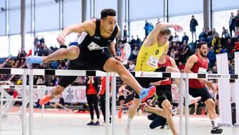 Jason Joseph im 60-Meter-Hürden-Finale an den Schweizer Leichtathletik Hallenmeisterschaften.