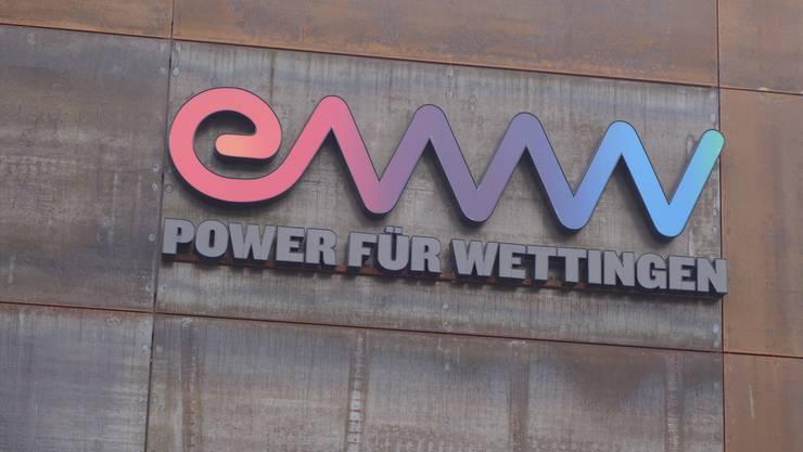 Schriftzug am neuen EWW-Gebäude in Wettingen.