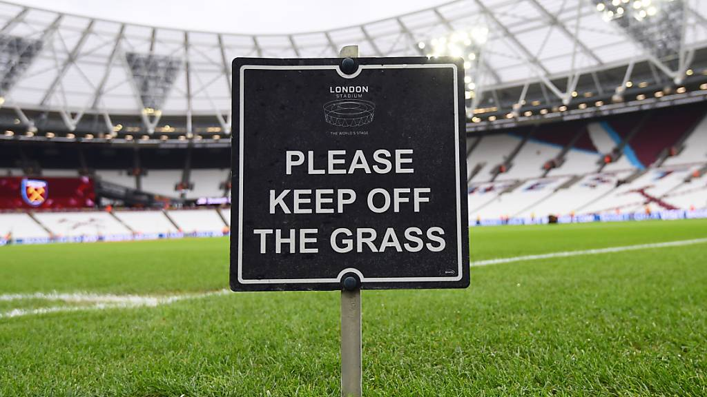 England verlängert Fussballpause bis zum 30. April
