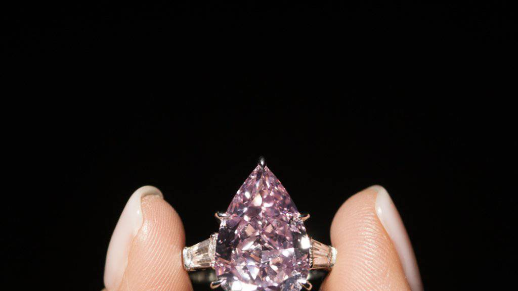 Dieser rosafarbene Diamant erzielte bei der Auktion in Genf 18 Millionen Franken.