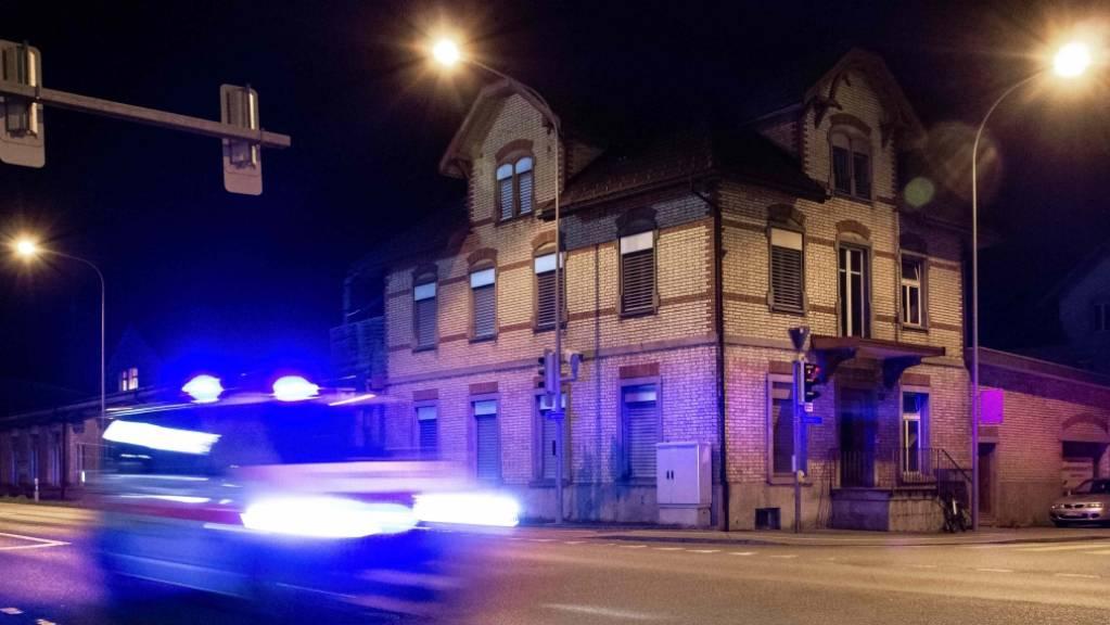 Bei einem Streit in St. Gallen in der Nacht auf Samstag ist ein 31-jähriger Mann mit einem Messer schwer verletzt worden. Er musste notoperiert werden (Symbolbild)