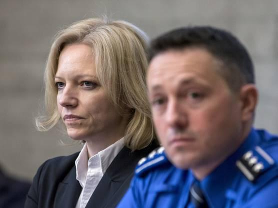 Der Chef der Kantonspolizei Markus Gisin und die leitende Staatsanwältin Barbara Loppacher.