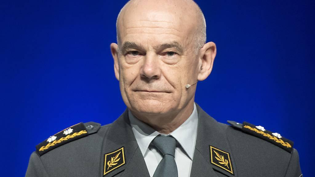 Der Chef der Schweizer Luftwaffe Bernhard Müller warnt vor Sicherheitsproblemen im Falle eines Neins bei der Abstimmung über neue Kampfjets. (Archivbild)