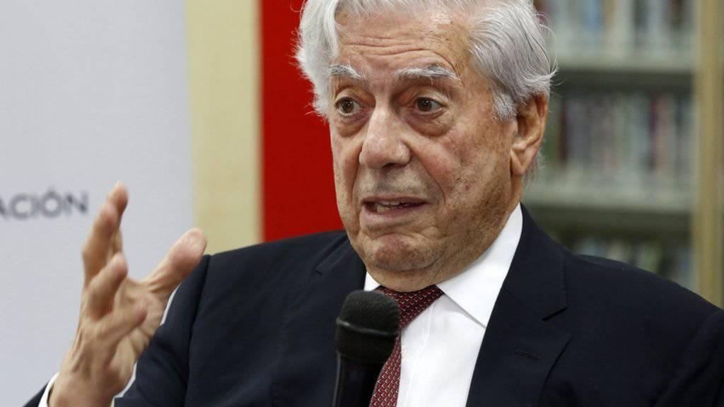 Schriftsteller und Literaturnobelpreisträger Mario Vargas Llosa erhält den Ehrendoktortitel der Universität Freiburg. (Archivbild)