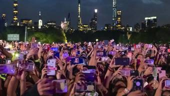 Tausende Zuschauer: Im New Yorker Central Park hat in der Nacht auf Sonntag ein Benefizkonzert gegen Armut und mehr Engagement im Kampf gegen Krankheiten stattgefunden.