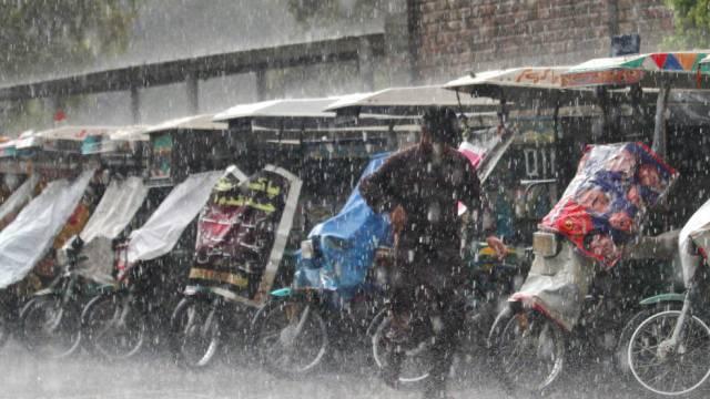 Schwerer Regen ging in Rawalpindi im Nordwesten Pakistans nieder