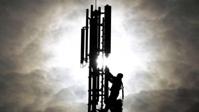Knapp 20 000 von ihnen stehen in der Schweiz: Mobilfunk-Mast. Foto: KEYSTONE/AP/Frank Augstein