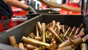 Blick in die Produktion von 12,7mm Patronenhülsen für Maschinengewehre im Saltech-Betrieb im Däniker Aarefeld.