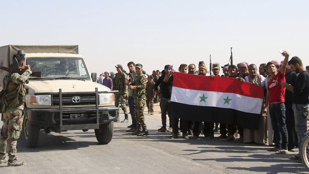 Syrische Truppen rücken in Manbidsch ein