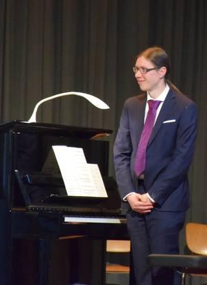 Tolle Begleitung und Solostücke - er bedankt sich beim Publikum.
