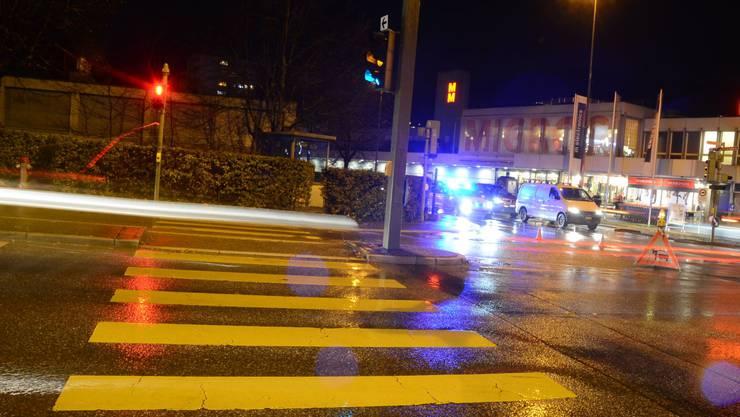 Die Verunfallte lief bei roter Ampel über die Strasse