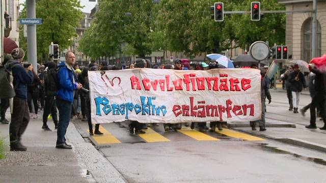 1. Mai: Viele Demonstranten, viel Polizei, wenig Krawall