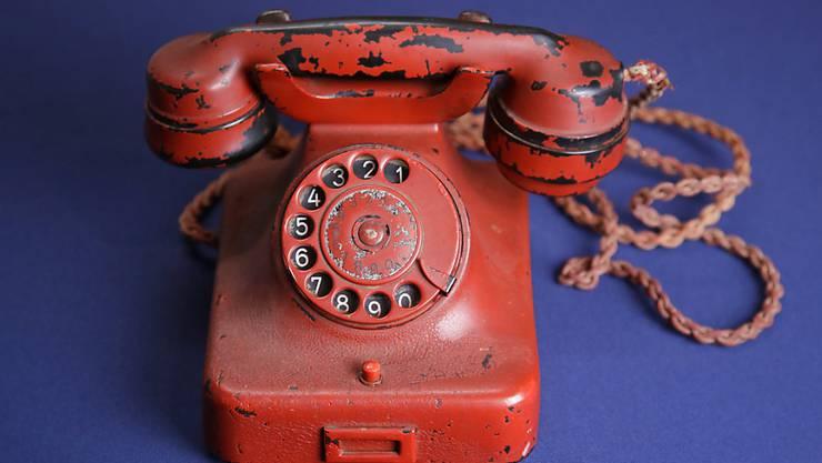 Adolf Hitler soll das Siemens-Telefon auch auf Reisen mitgenommen haben.