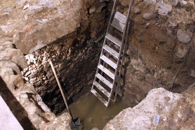 Der gefundene Keller, wo das Wasser mitunter verschiedene Möbelteile konservierte