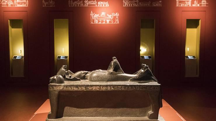 """Osiris auf dem Totenbett in der Ausstellung """"Osiris - Das versunkene Geheimnis Ägyptens"""" im Museum Rietberg in Zürich. Wegen des grossen Interesses wird die Schau um einen Monat verlängert. (Archivbild)"""