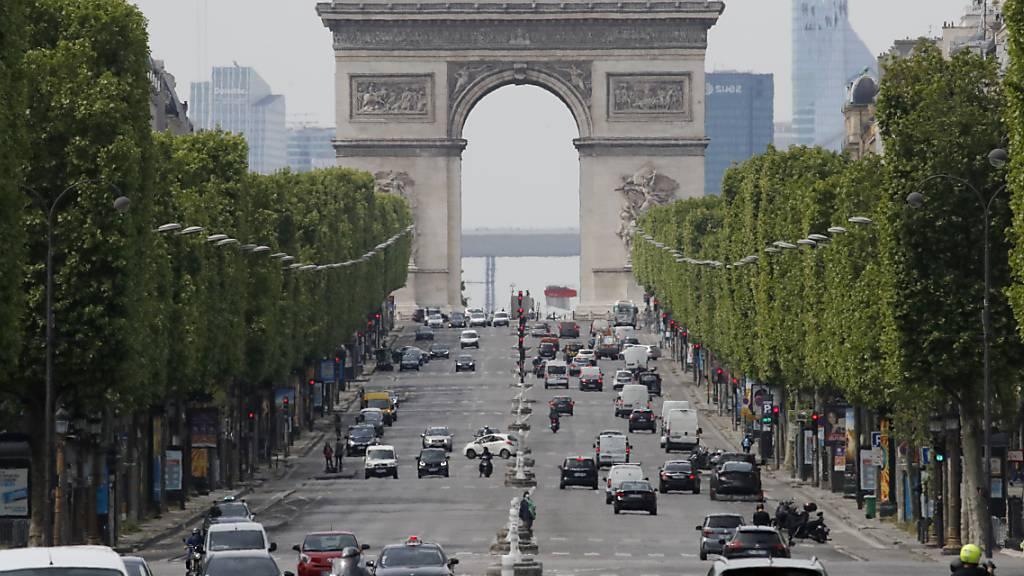 Trauer um Christo – Paris hält an Triumphbogen-Verhüllung fest