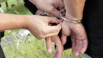 Bezirksgericht Baden setzt das Urteil gegen den 41-jährigen Schweizer aus.