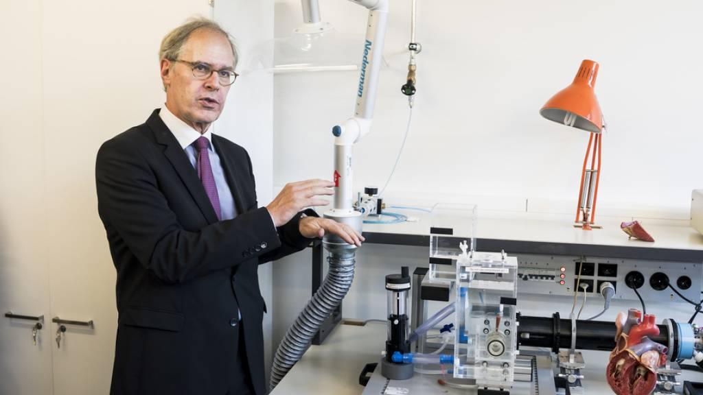 Statt wie ursprünglich angekündigt zur Privatklinikgruppe Hirslanden, wechselt der Herzchirurg Thierry Carrel nun vom Berner Inselspital ans Universitätsspital Zürich. (Archivbild)