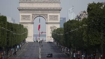 Leere auf den Champs Elysée: In Paris greift das Virus immernoch um sich.